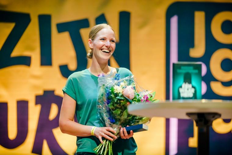 Winnaar Jonge Jury Debuutprijs 2019 Nadine Swagerman voor 'Één waarheid'