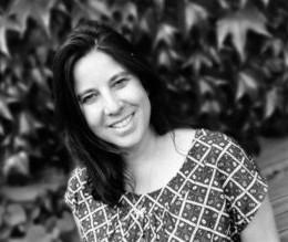Simone Kortsmit is schrijver van de Jonge Jury Leestip 'Schoolfeest'