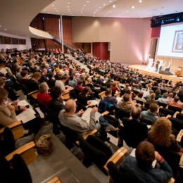 volle zaal tijdens de dag van het literatuuronderwijs