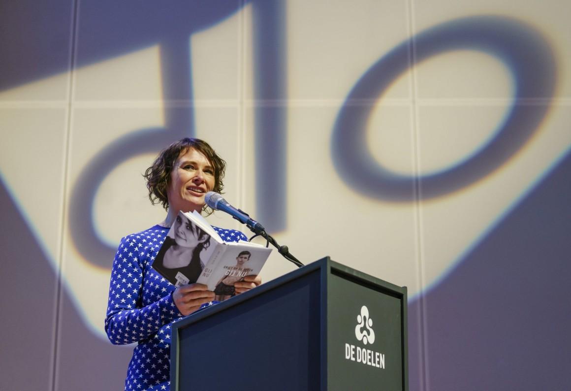 Griet Op de Beeck draagt voor op de Dag van het Literatuuronderwijs 2018
