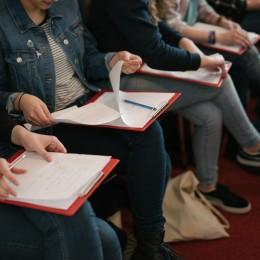 leerlingen tijdens dag van de literatuur
